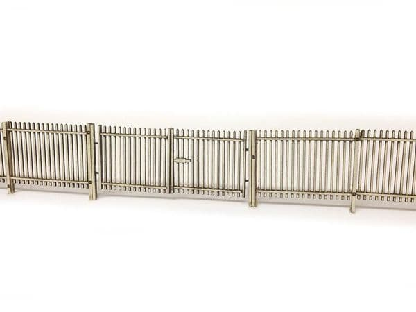LX017-OO Laser Cut 2m Palisade Security Fencing & Gates OO/4mm/1:76